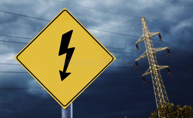 Elektryczny góruje z elektryczności etykietką obraz stock