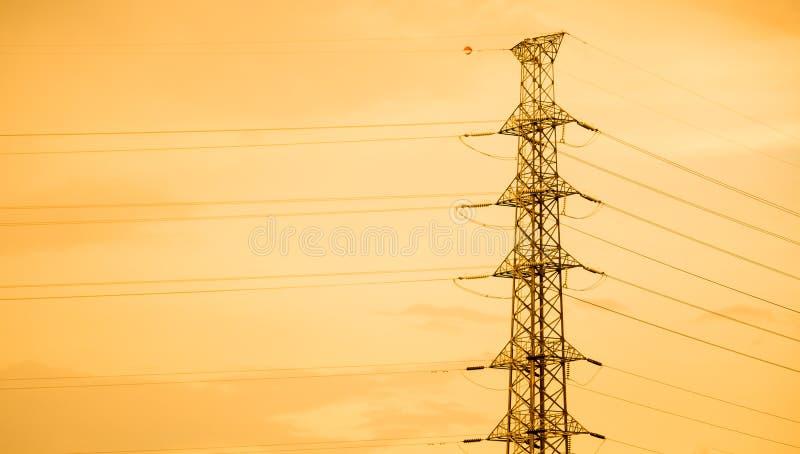Elektryczny poczta i zmierzchu tło zdjęcia stock