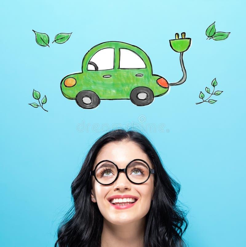 Elektryczny samochód z szczęśliwą młodą kobietą obrazy royalty free