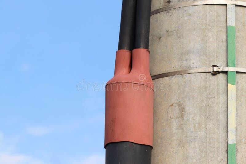 Elektryczny sprzęgłowy rozwidlenie waterproofed od wilgoci na wysokonapięciowych linii energetycznych Elektrycznym przewodzie dla obrazy stock