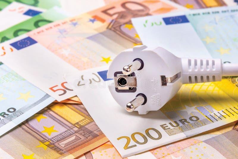 Elektryczny zakończenia rozwidlenie kłama na pieniędzy banknotach Conce zdjęcia stock
