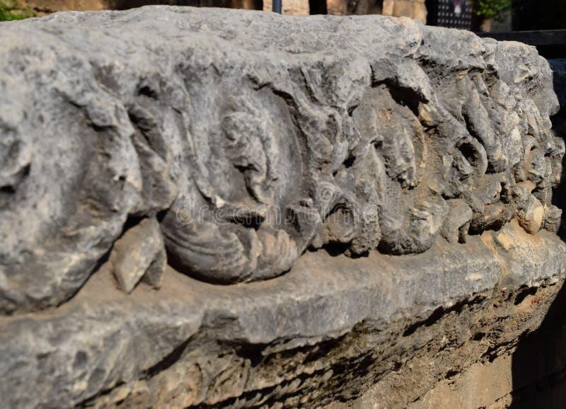 Element brama Hadrian na ziemi blisko bramy Ruiny antyczny zdjęcia royalty free