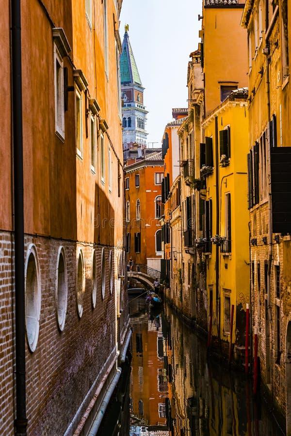 Elemente der Architektur der H?user auf den Stra?en der Kan?le der Stadt von Venedig stockbild