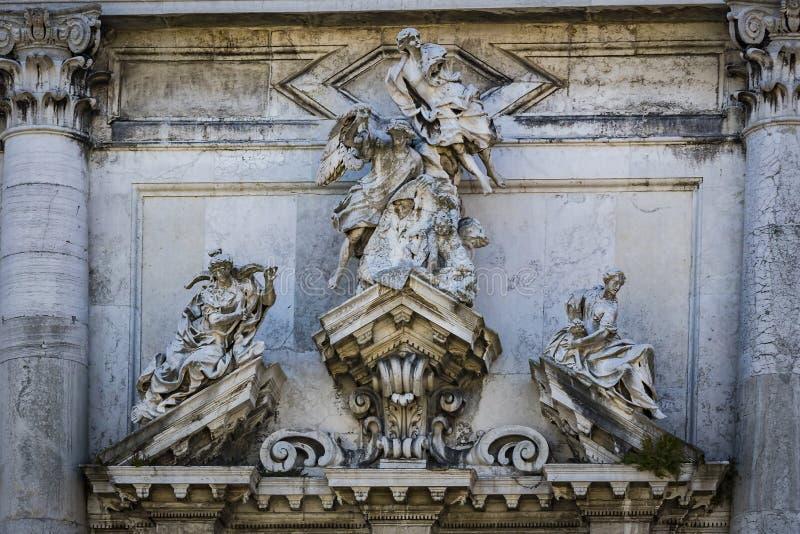 Elemente der Architektur der H?user auf den Stra?en der Kan?le der Stadt von Venedig lizenzfreie stockfotografie