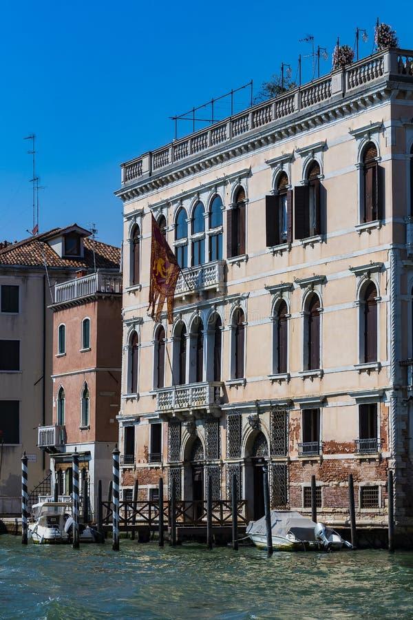 Elemente der Architektur der H?user auf den Stra?en der Kan?le der Stadt von Venedig stockbilder