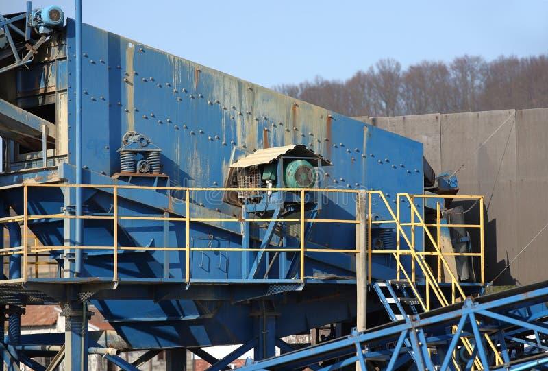 Elemente der Ausr?stung f?r die Extraktion und das Sortieren des Schutts Produktion von Baumaterialien Metallbau f?r lizenzfreie stockfotografie