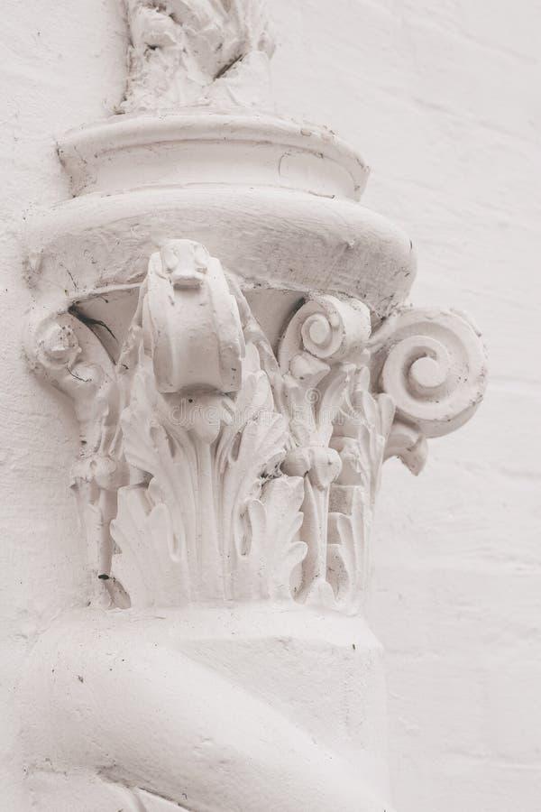 Elementen van architecturale decoratie van gebouwen, gipsgipspleister, muurtextuur, pleisterornamenten en patronen royalty-vrije stock fotografie