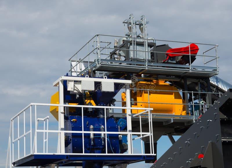 Elementen van olie en gasverwerkingsinstallatie met pijplijn royalty-vrije stock afbeelding