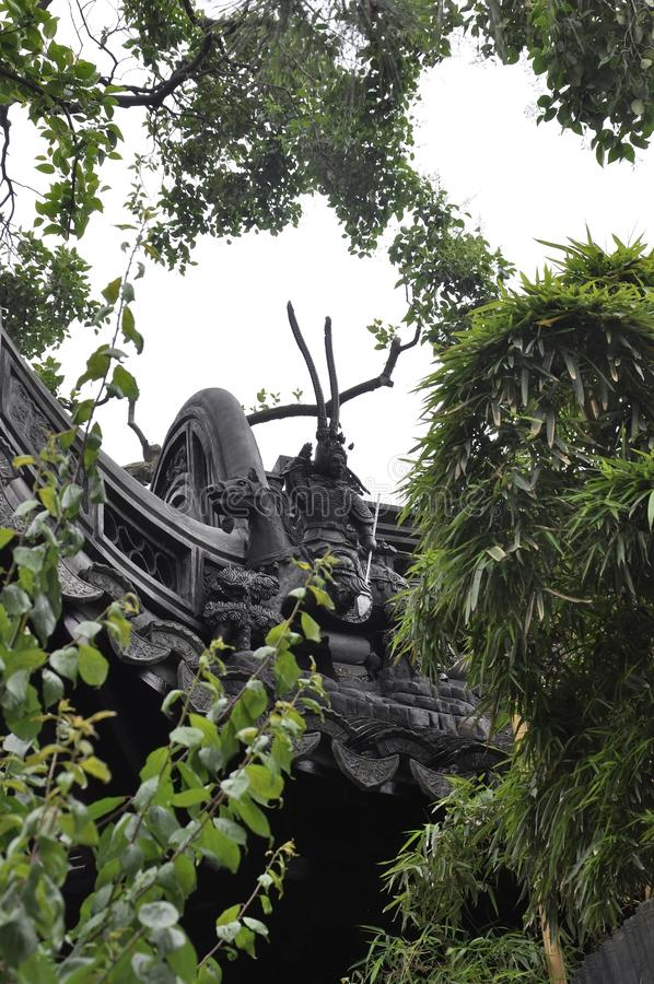 Elementi architettonici sulla cima del tetto della Camera della famiglia della pentola dal giardino famoso di Yu sulla città di S fotografia stock