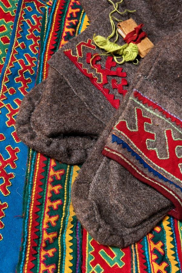 Elementi del panno tradizionale di inverno e tessuti decorati ricchi della tribù nomade del cerchio del nord e polare lontano del fotografie stock libere da diritti