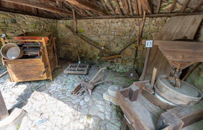 Elementi della famiglia nel museo etnografico di Eter in Bulgaria fotografia stock