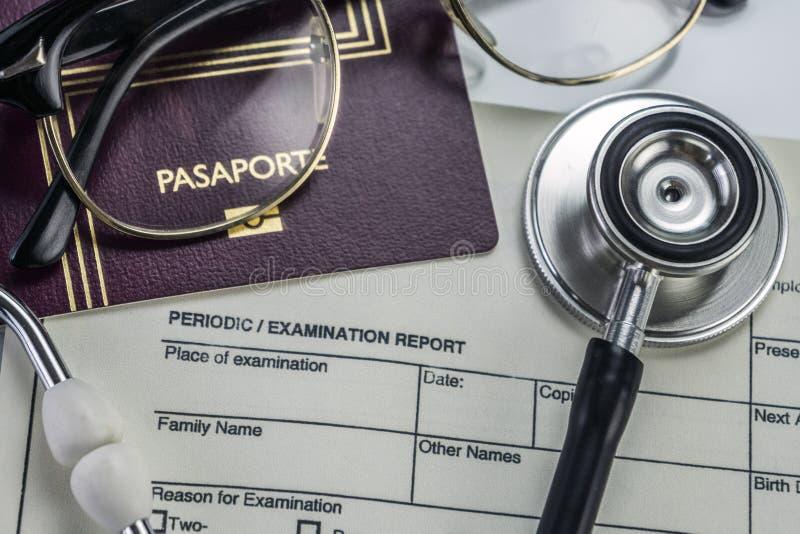 Elementi di base della medicina da viaggiare all'estero, immagine concettuale fotografie stock