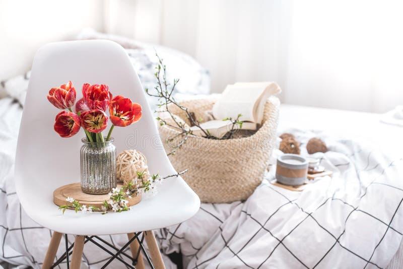 Elementi domestici della decorazione all'interno della stanza immagini stock