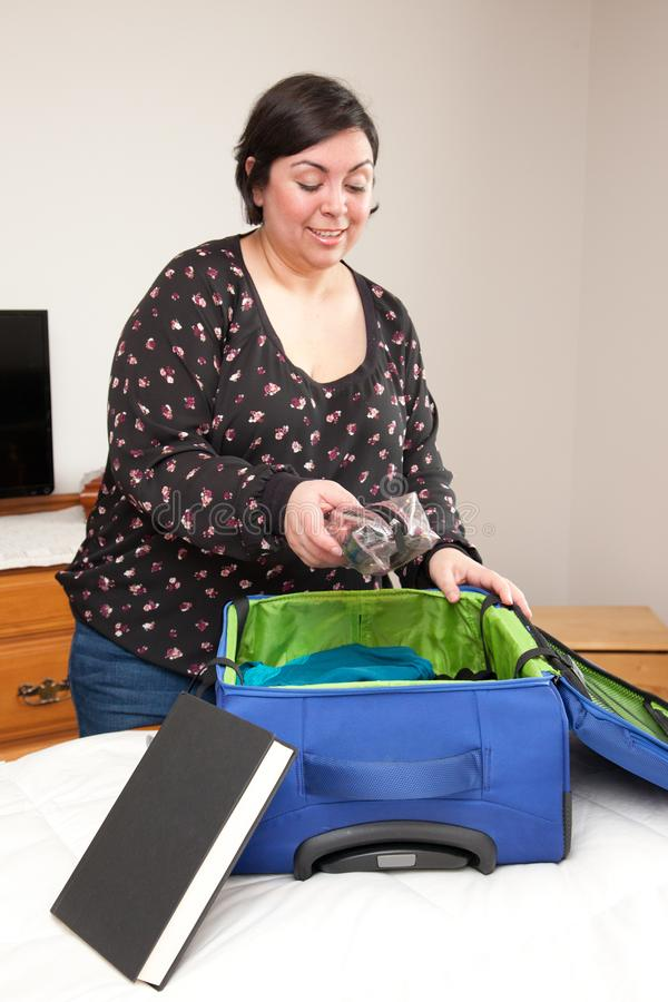 Elementi essenziali dell'imballaggio per il viaggio fotografia stock libera da diritti