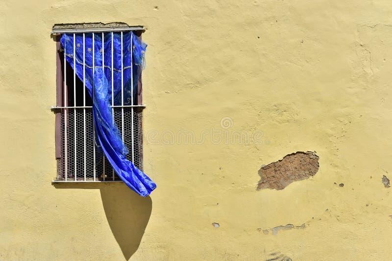 Elementi variopinti delle case tradizionali nella città coloniale di Trinidad in Cuba fotografie stock libere da diritti