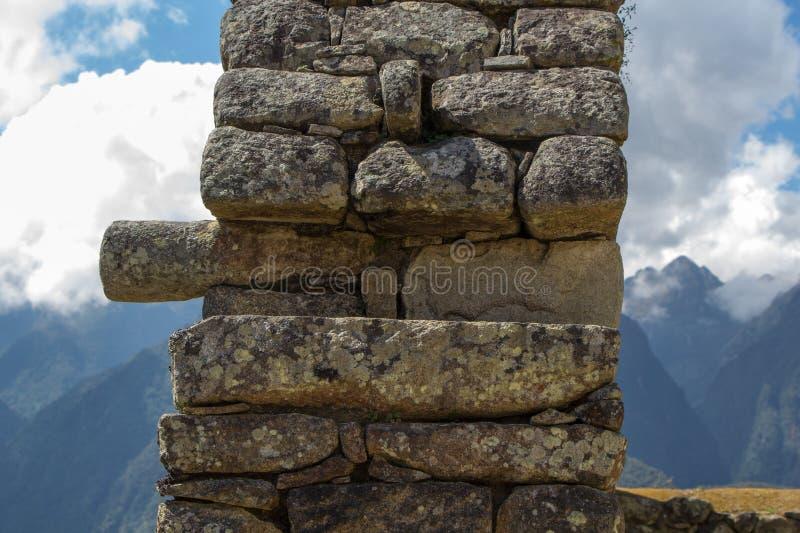Elemento de los edificios antiguos de una albañilería del inca imagen de archivo