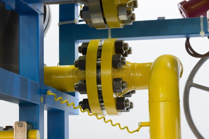 Elemento della conduttura sulla piattaforma del gas e del petrolio fotografia stock libera da diritti
