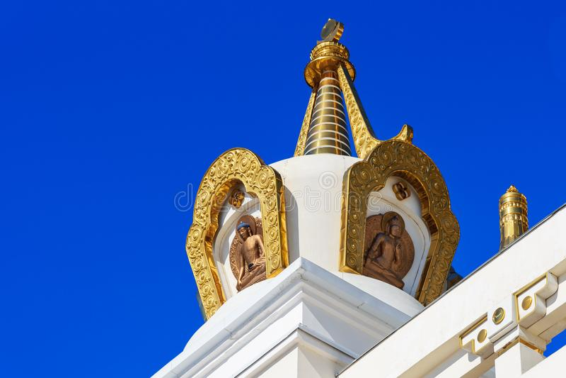 Elemento do templo no domicílio dourado complexo budista da Buda Shakyamuni na mola Elista Rússia imagem de stock
