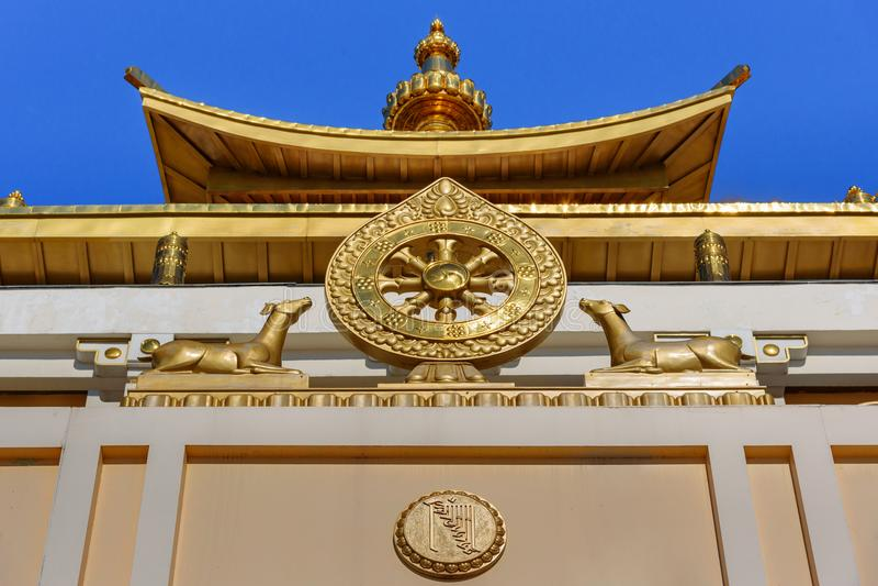 Elemento do templo no domicílio dourado complexo budista da Buda Shakyamuni na mola Elista Rússia fotos de stock