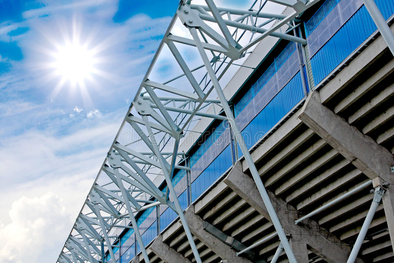 Elementos da construção do estádio no backgroun do céu foto de stock royalty free