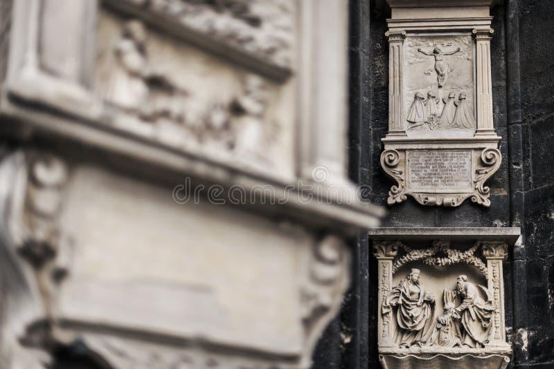 Elementos decorativos exteriores da catedral de St Stephen fotos de stock royalty free