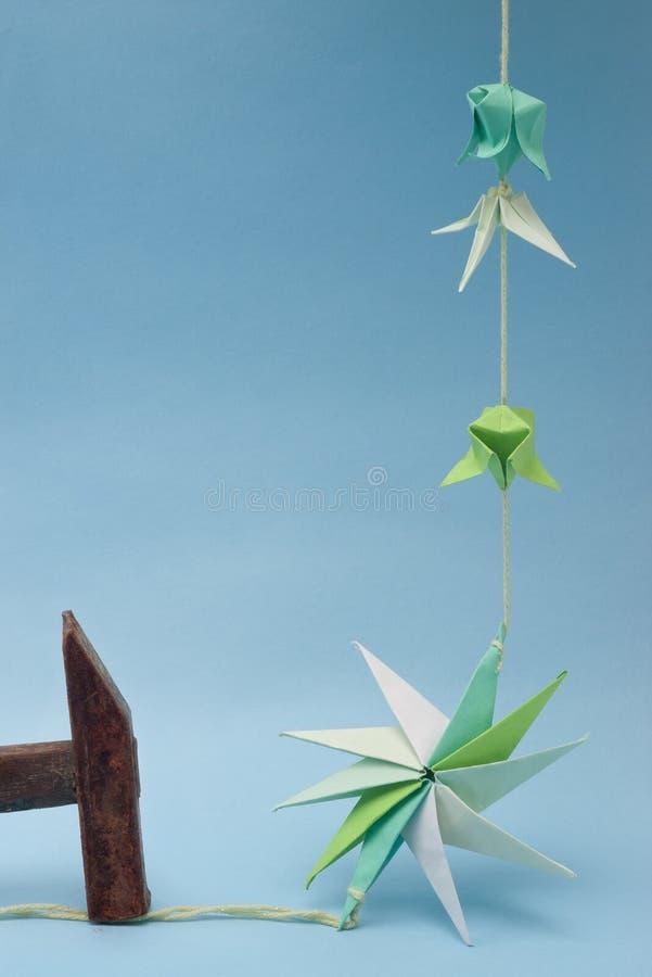 Elementos e martelo de Origami imagens de stock