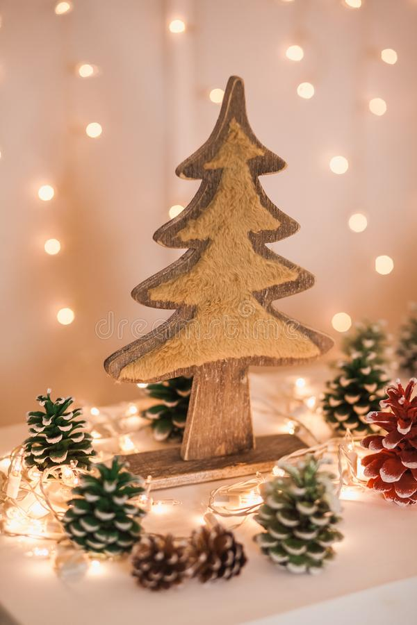 Elementos lindos del interior acogedor de Navidad del invierno imagenes de archivo