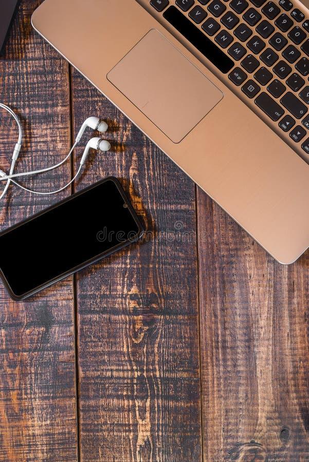 Elementos tecnológicos diarios imagen de archivo libre de regalías
