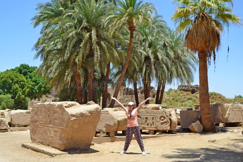 Elementos y detalles del interior del templo de Karnak en Luxor imágenes de archivo libres de regalías