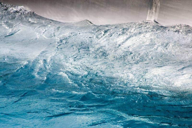 Elementwasser und seine Stärke lizenzfreie stockbilder