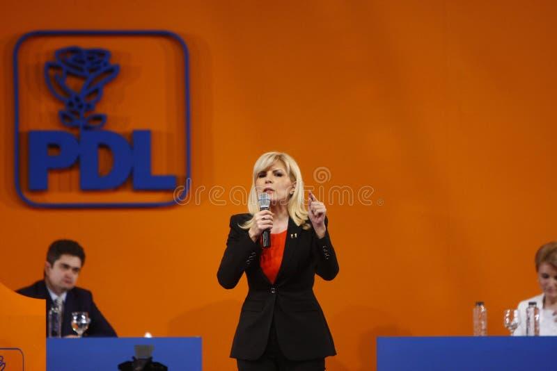 Elena Udrea Holding um discurso fotos de stock