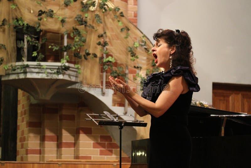 Elena Ursuliak, cantante di opera della condizione immagine stock