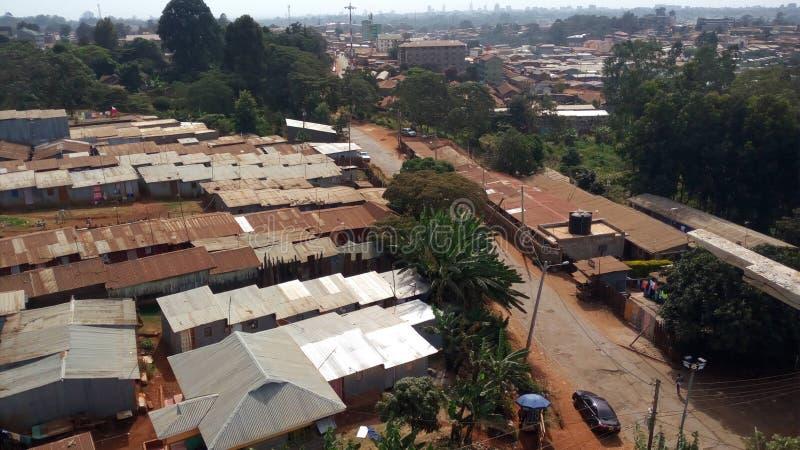 Elendsviertel Kijiji-vilage bringt Armen unter stockfotografie