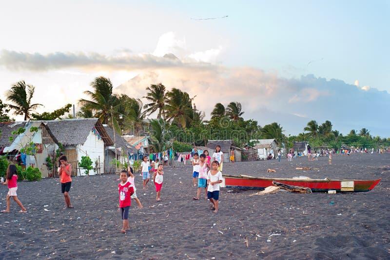 Elendsviertel in Philippinen lizenzfreie stockfotos