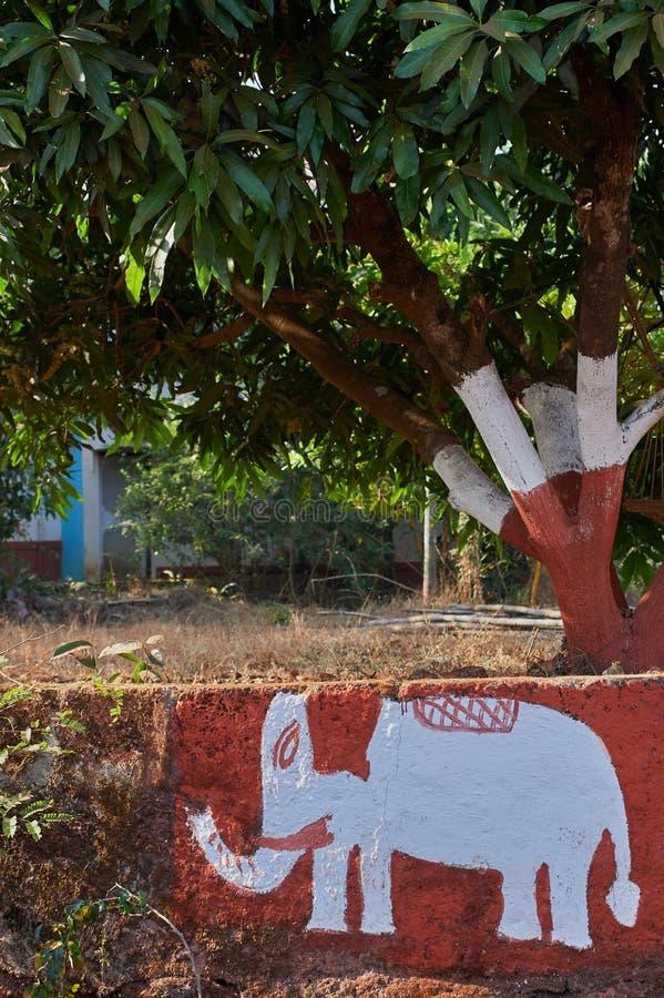 Elephent a peint sur le mur du maharashtra gardan INDE Asie de Dapoli Konkan de parc image libre de droits