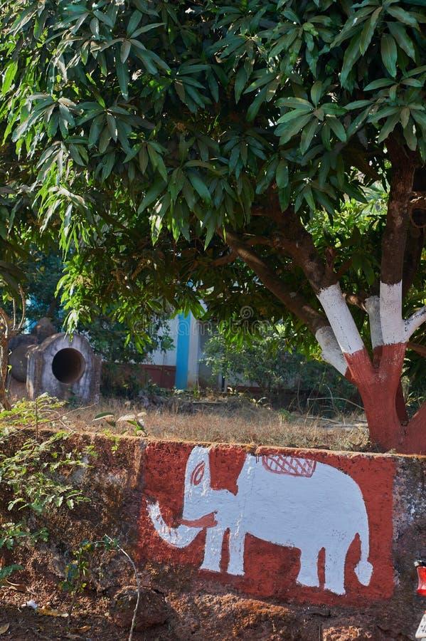 Elephent a peint sur le mur du maharashtra gardan INDE Asie de Dapoli Konkan de parc images libres de droits