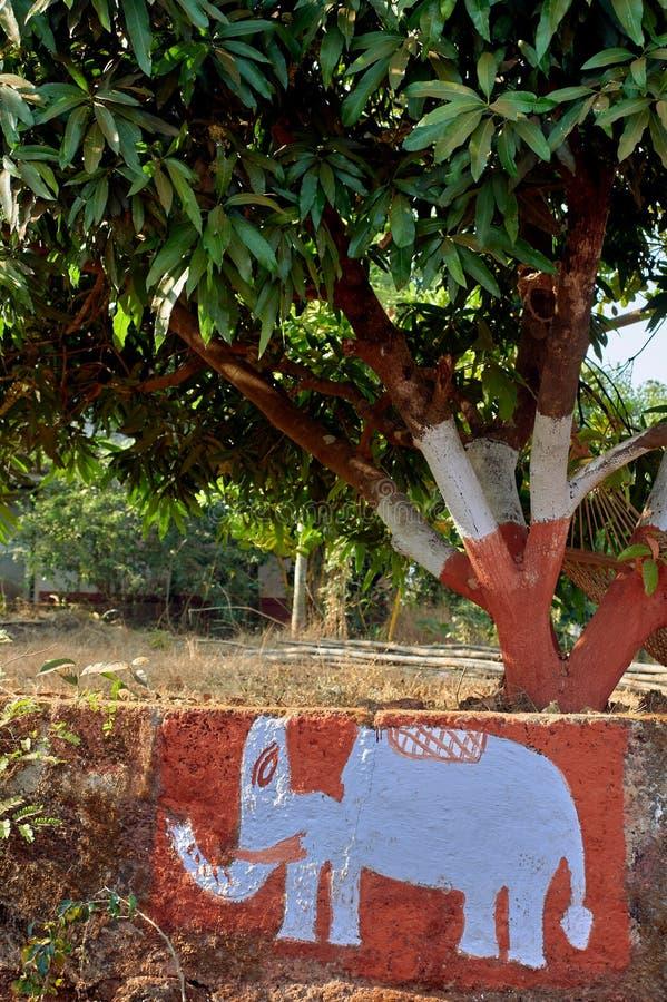 Elephent a peint sur le mur du maharashtra gardan INDE Asie de Dapoli Konkan de parc photographie stock