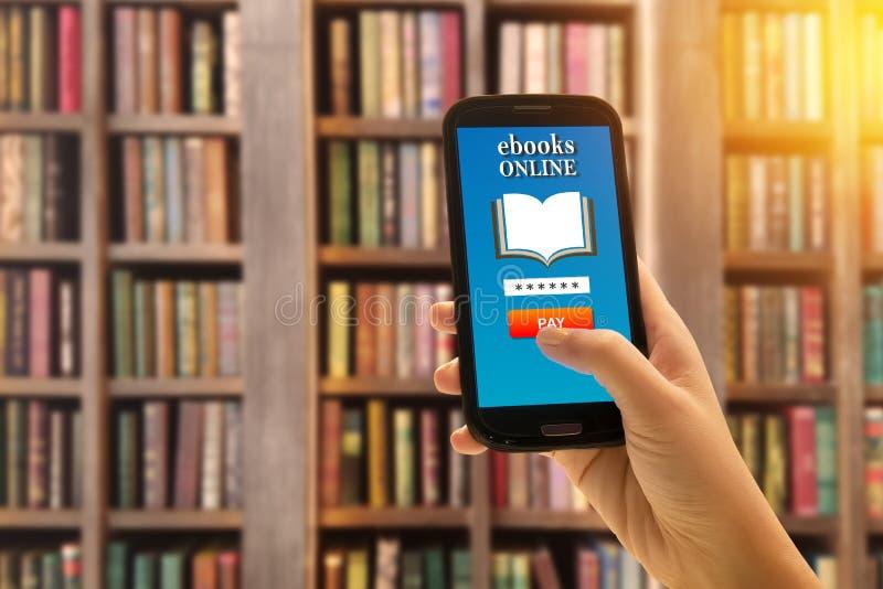 Eletrônico moderno de leitura do livro digital do ensino eletrónico de EBook fotografia de stock royalty free