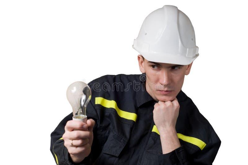 Eletricista de Trougthful com lâmpada fotos de stock