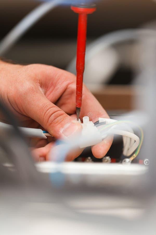 Eletricista Man Working imagem de stock