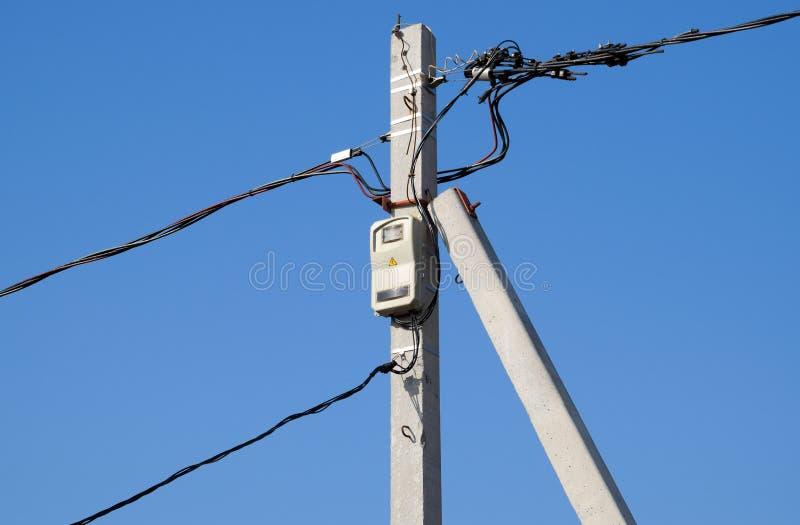 Eletro-parafuso com um contador e fios, um torsad na foto de stock royalty free