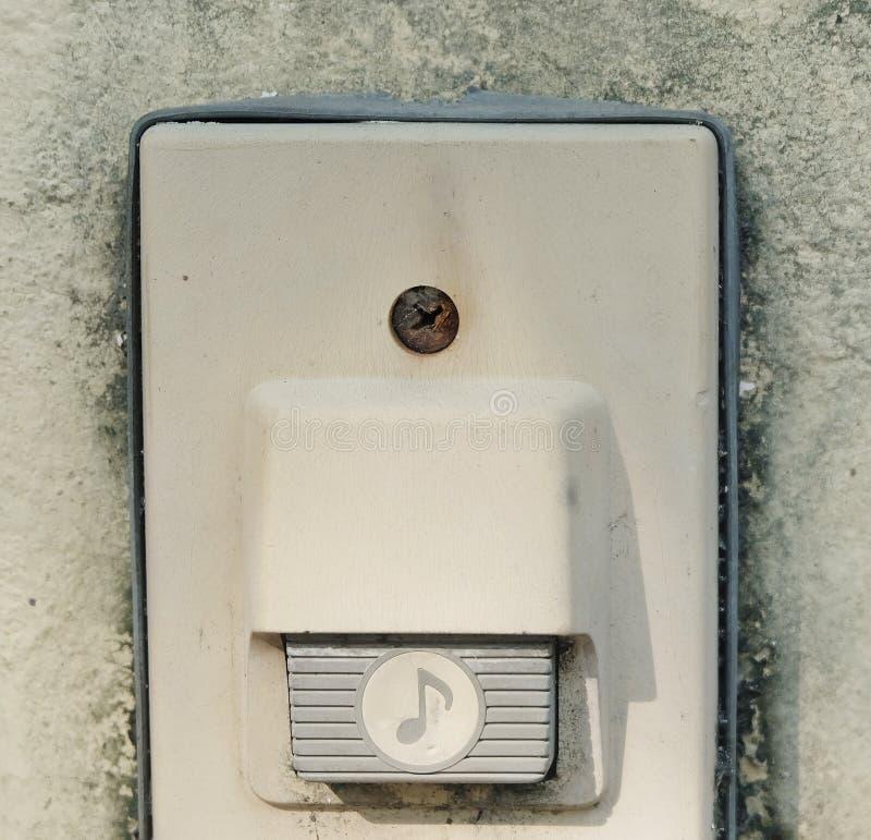 Eletronic Stary Doorbell na betonowej ścianie fotografia royalty free