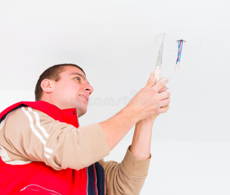 Elettricista lavorante immagini stock