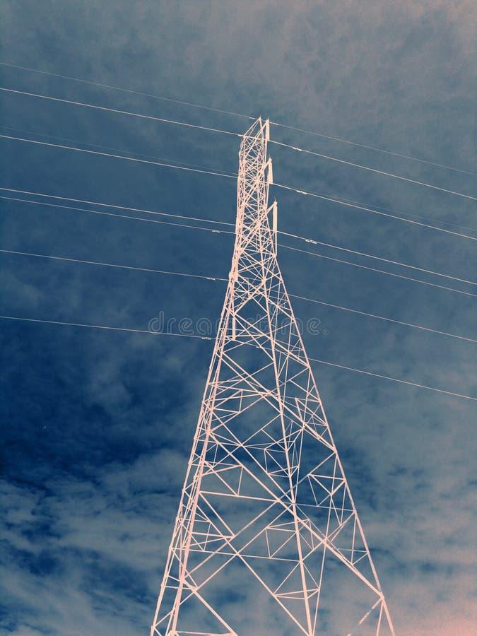 Elettricità ad alta tensione 3D fotografia stock