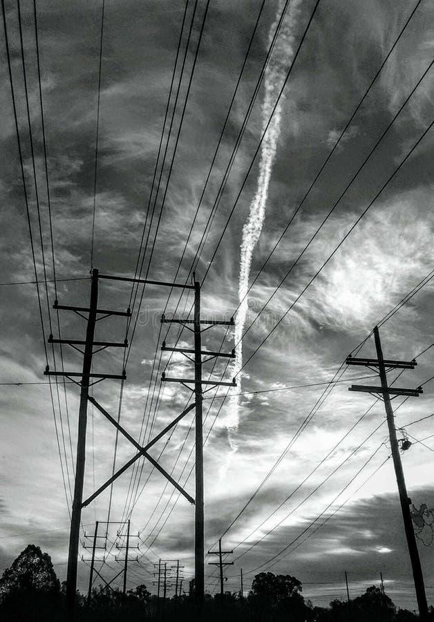 Elettricità di Bogolusa Luisiana nella foto del b&w del cielo immagine stock