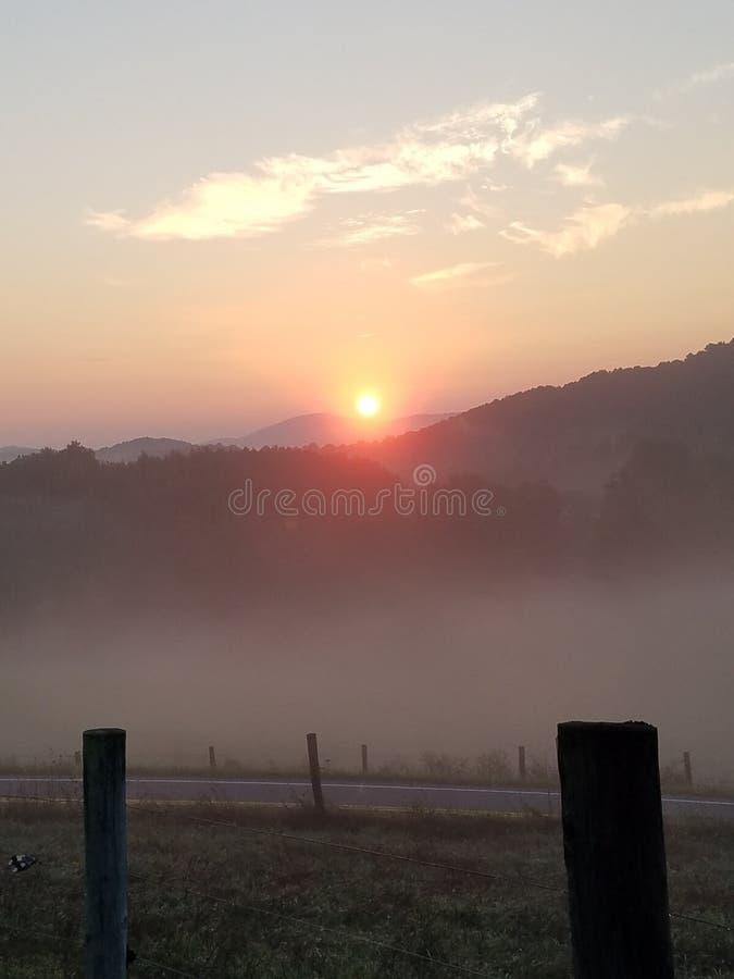 Elevação de Sun no campo foto de stock royalty free