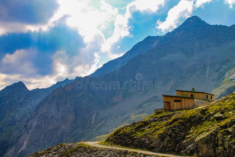 Elevação viva nas montanhas fotografia de stock