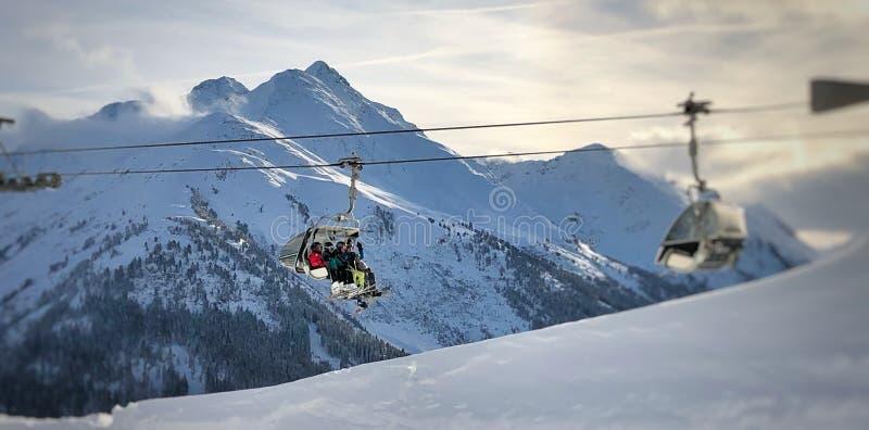 Elevación de esquí en las montan@as fotos de archivo libres de regalías