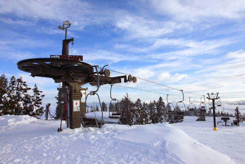 Elevación de esquí mecánica, mt. Capo motor Oregon. fotografía de archivo