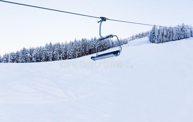 Elevación de silla para esquiar foto de archivo libre de regalías